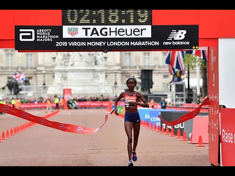 #BREAKING: BRIGID KOSGEI breaks the women world marathon record