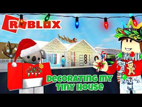 ROBLOX | I decorated my tiny house for Christmas | Bloxburg Speedbuild *NEW Christmas intro*