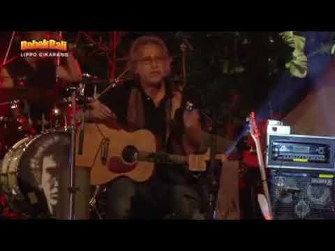 IWAN FALS - Galang Rambu Anarki ( Live Di Bebek Bali )