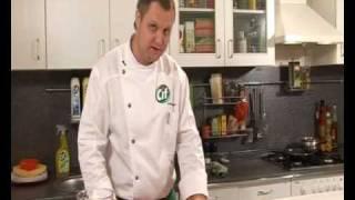 Теплый салат из куриной печени - видеорецепт