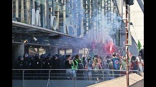 Paris : les forces de l'ordre repoussent les cheminots de Montparnasse