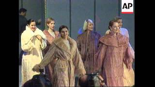 RUSSIA: MOSCOW: ANTI-FUR CAMPAIGNERS BARE ALL