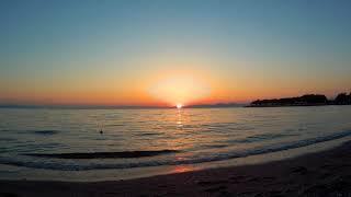 Красивый закат на море в Афинах Греция