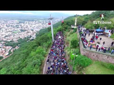 Viernes Santo: Miles de salteños participaron del Vía Crucis en el cerro San Bernardo