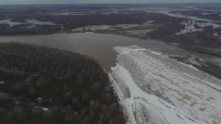 Беспилотник ведет мониторинг ледовой обстановки на реке Вятка в Мамадышском районе Татарстана