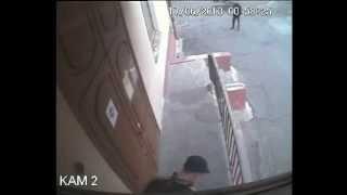 Попытка ограбленния кафе Северодвинск(В Северодвинске пытались вскрыть входную дверь в кафе., 2013-06-18T06:49:10.000Z)