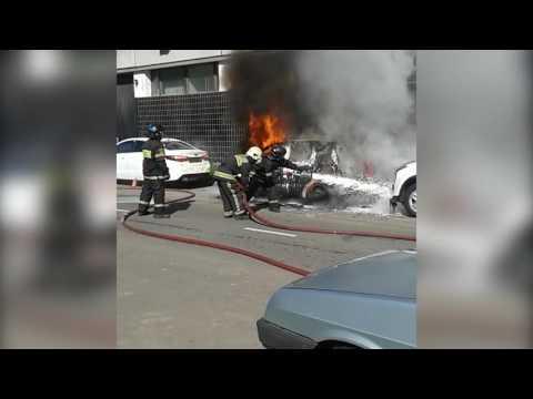 Mercedes загорелся на ул. Адмирала Макарова