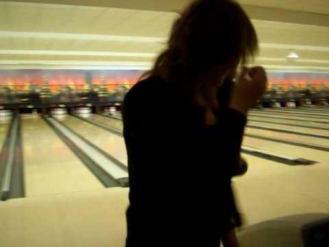 Bowling in Berlin, L