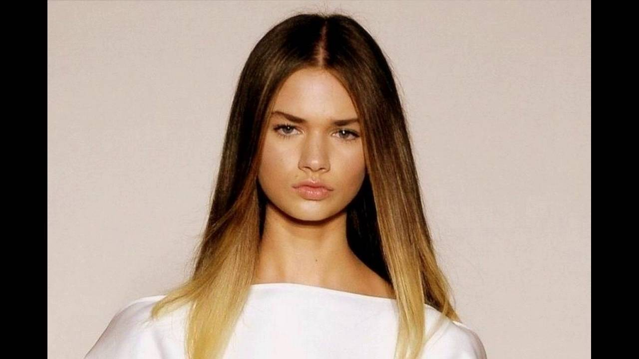 Smooth And Straight Middle Parting Hairstyle