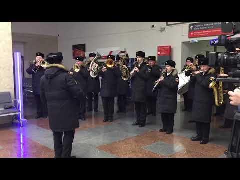Оркестр Балтфлота на Южном вокзале в Калининграде