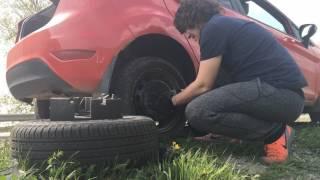 Как быстро поменять колесо? Замена колеса.