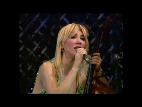 Hande Yener, Akustik Konser, 3 Mart 2013