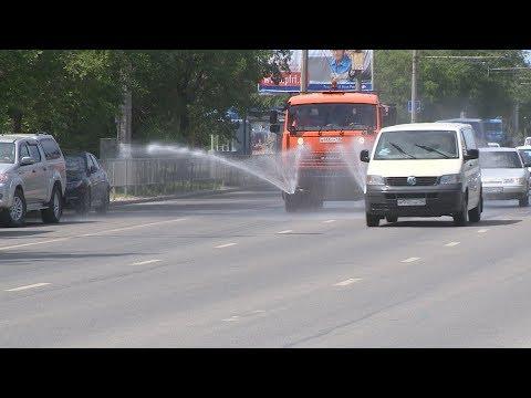 В Волгограде проливают улицы