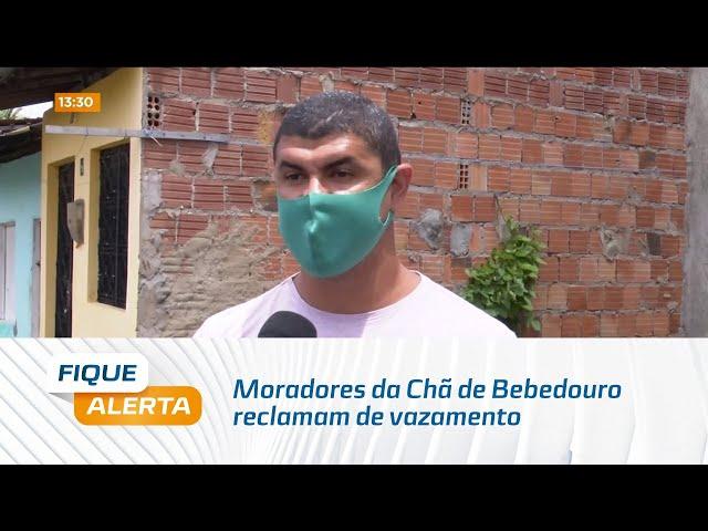 Moradores da Chã de Bebedouro reclamam de vazamento de água