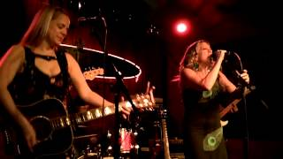 The Whiskey Sisters - Black Country Woman (Led Zeppelin cover)