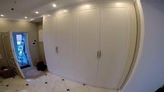 Встроенный распашной шкаф с фрезерованными, окрашенными фасадами МДФ (0648)