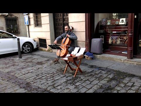 [TRAVELING] Toledo, Spain; violoncello; I'm yours Jason Mraz played by Chiki Serrano