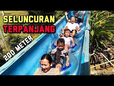 seluncuran-terpanjang- -main-water-slide-rame-rame-rombongan-keluarga- -referensi-liburan-anak