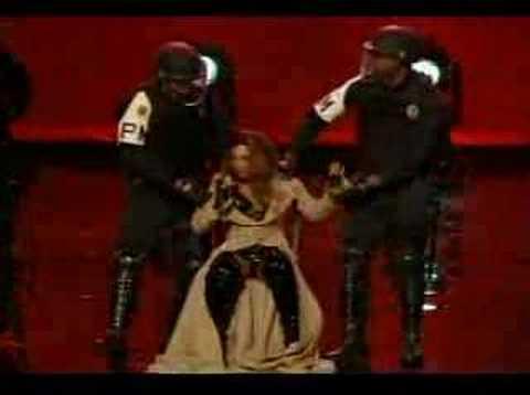 Beyonce shaking it!