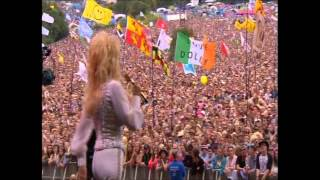 "Dolly Parton sings ""Here you come again"" at Glastonbury"