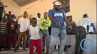 Governor Joho shows Mombasa youths how to do 'Odi Dance'