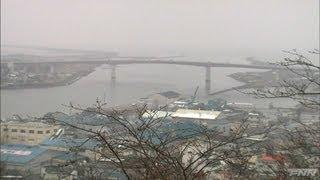 石巻市に押し寄せる津波