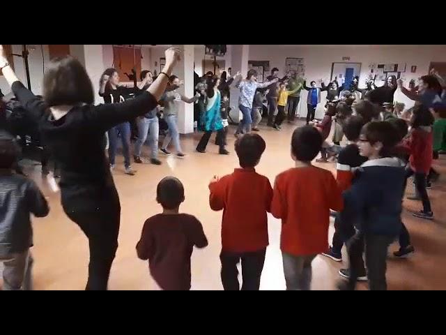 Grandes e pequenos bailan na Tradescola de Lugo