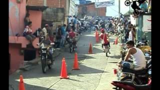 MOTO PIRUETAS EN EL VALLE BARRIO EL 70 CON MOTO PIRUETAS DENIS