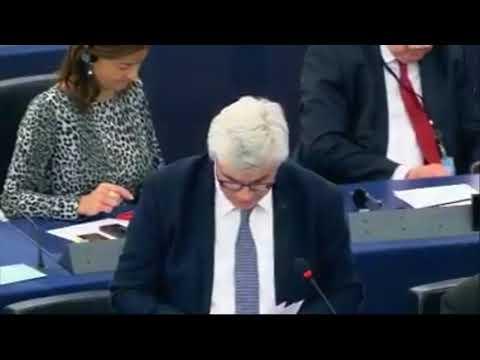 Au Parlement européen, Patrick Le Hyaric face à Emmanuel Macron