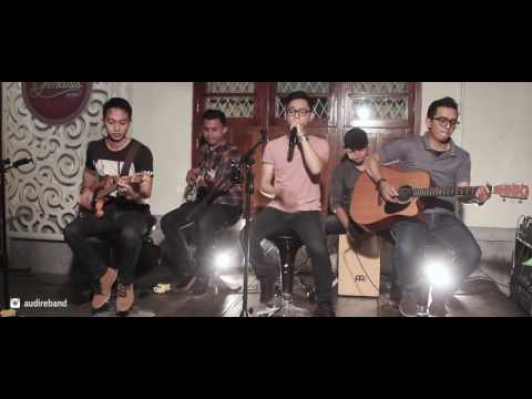 HUJAN TURUN - SO7 (Acoustic Cover) by AUDIRE