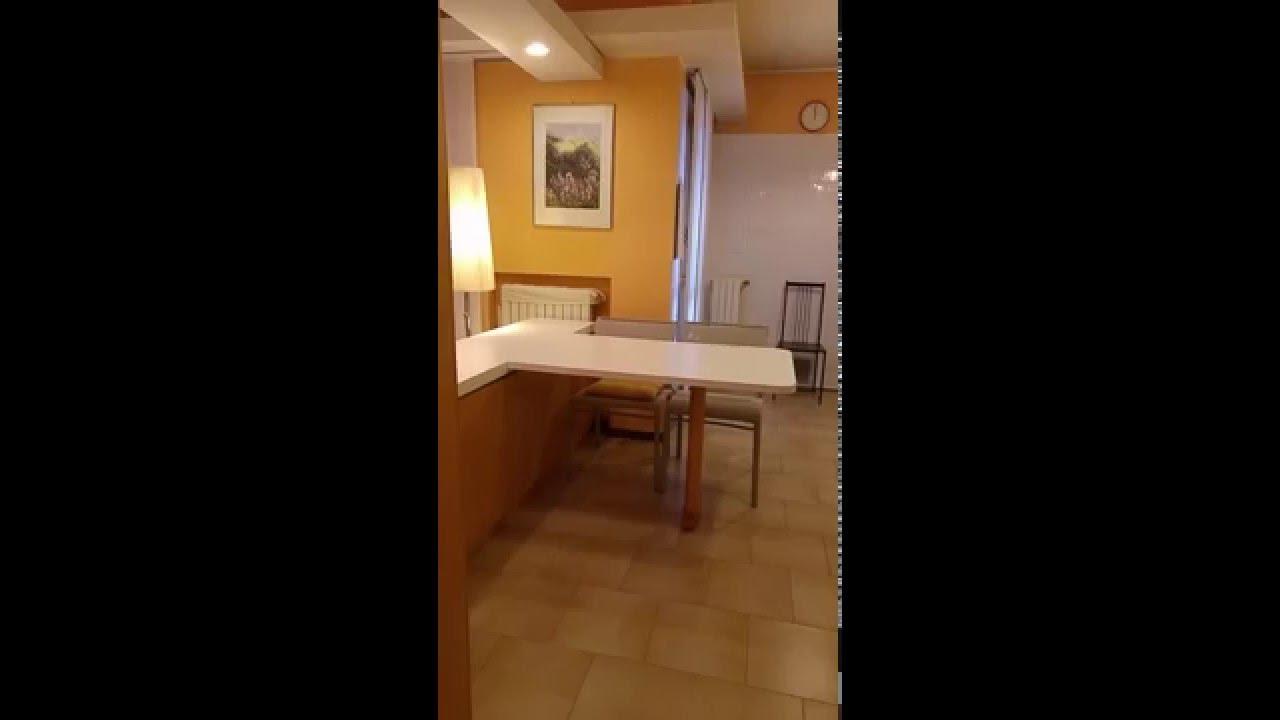 Tavolo a scorrere su penisola frontale alla cucina youtube - Tavolo per cucina piccola ...