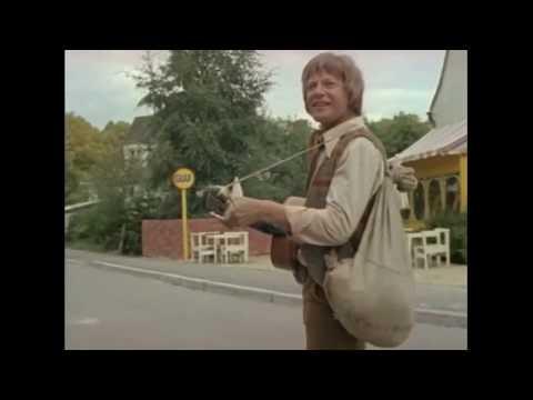 Расмус-бродяга, 1978. Ну-ка, дворники, хватайтесь за метёлки.