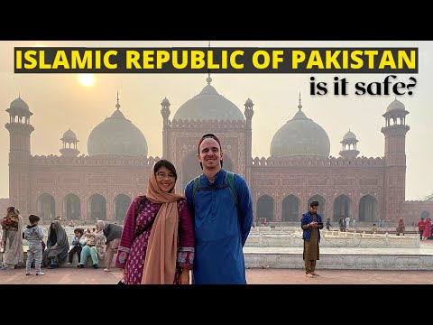 First Impressions of PAKISTAN (+ Walled City Lahore tour) - NORTH AMERICANS IN PAKISTAN TRAVEL VLOG