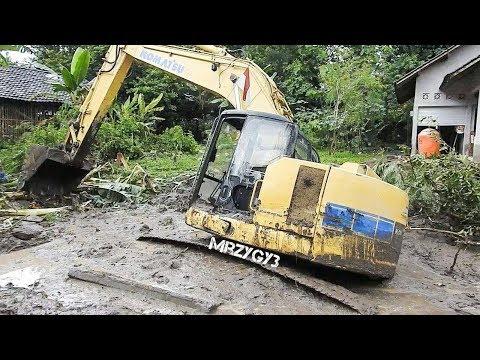 Excavator Stuck In Mud Heavy Recovery Komatsu PC228