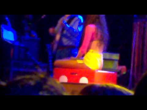 Eliza Doolitle @ Glasgow 28.3.11 - Roller Blades, Police Car and A new song.mp4