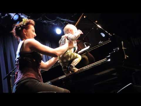 Eisbär (Lullabye version) — Amanda Palmer in Vienna, 28/10/2016 afternoon show
