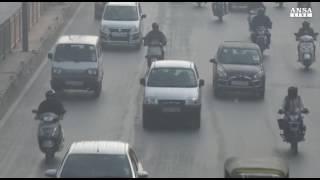 Niente auto, bici e mezzi pubblici: le città dichiarano guerra allo smog