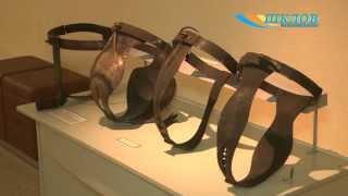 Выставка средневековых орудий пыток «Молот ведьм» открылась в историко-краеведческом музее(Как известно, средневековье - время загадочное, в чем-то романтичное, а в чем-то мрачное, известное своими..., 2015-08-10T09:00:20.000Z)