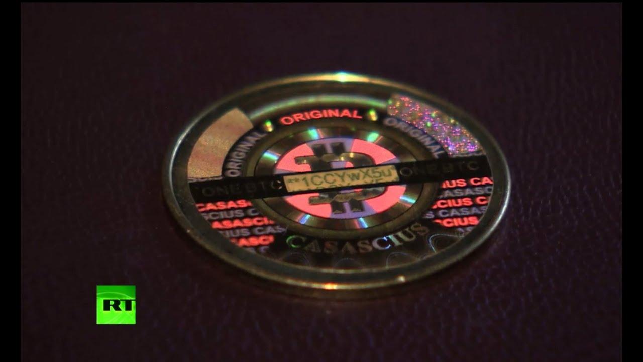 Виртуальная валюта биткоин обретает материальную форму