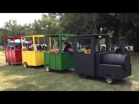trackless train ride gas powered w 3 covered cars youtube. Black Bedroom Furniture Sets. Home Design Ideas