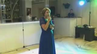 Мама спела для сына песню на свадьбе