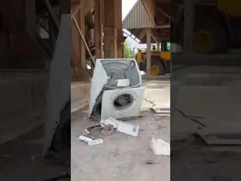 large stone in the washing machine gro er stein in der waschmaschine destruction video. Black Bedroom Furniture Sets. Home Design Ideas
