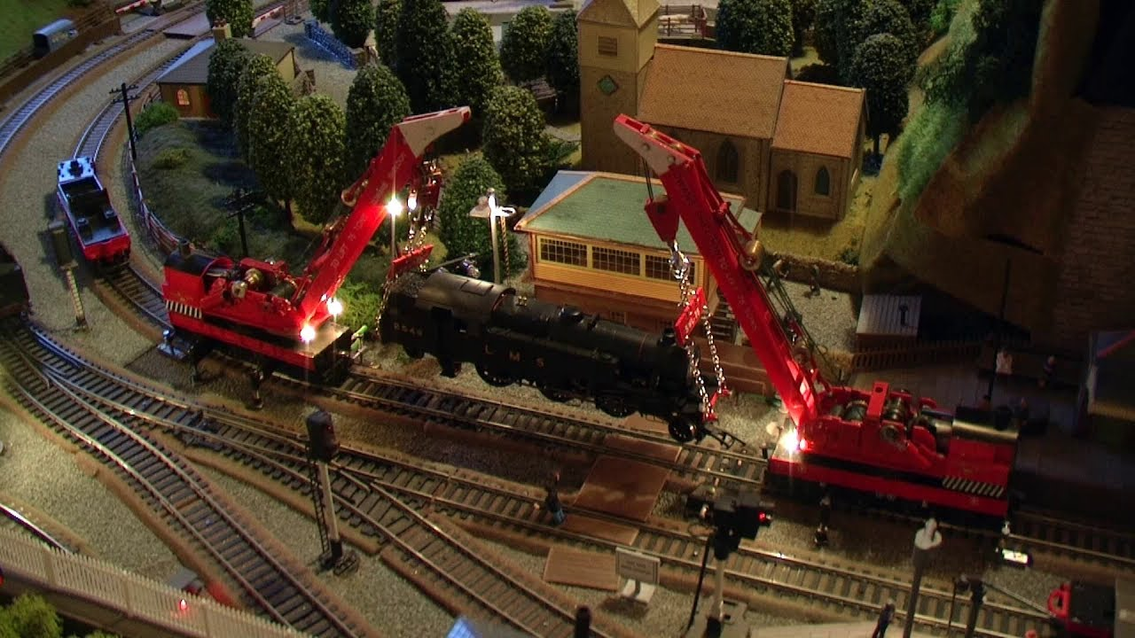 Hornby 75 Ton Breakdown Cranes At Work On The Model