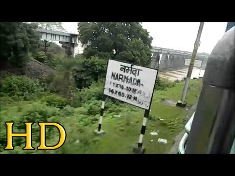 INDIAN RAILWAYS: 12853 AMARKANTAK EXPRESS CROSSING NARMADA RIVER BRIDGE BETWEEN ITARSI AND BHOPAL