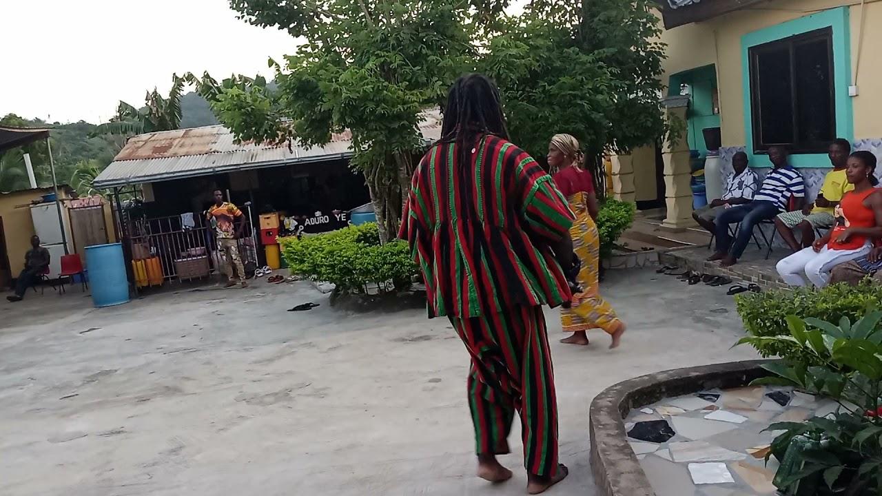Nana Kwame Pɛbi Datɛ I dancing at Odwira Awukudae at Adawso