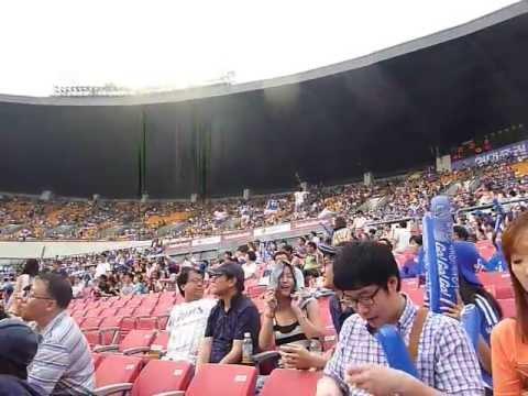 L.G. TWINS VS. SAMSUNG LIONS BASEBALL GAME at Jamsil Baseball Stadium, Seoul, South Korea
