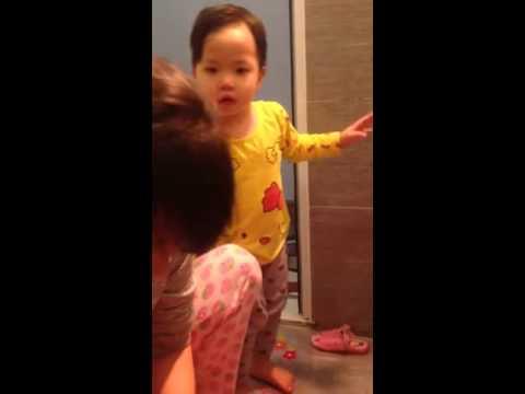 Mẹo rửa mũi cho bé nhanh, sạch không lo bé sặc