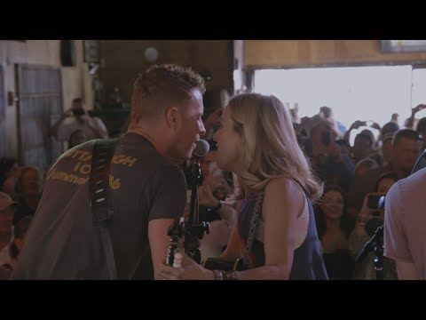 Thumbnail: Apple Music — Carpool Karaoke — Sheryl Crow and Dierks Bentley Preview