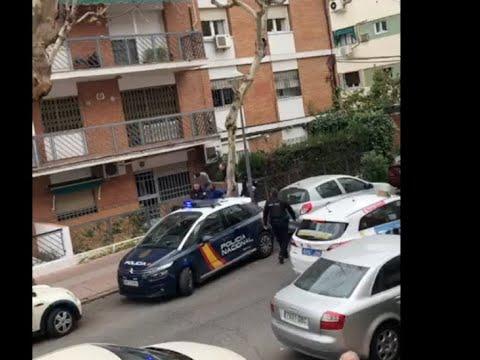 Actuación policial en la calle El Nogal por un posible operación antidroga