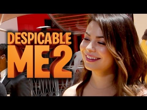"Miranda Cosgrove Watches ""Sam & Cat"" - Despicable Me 2 Premiere"